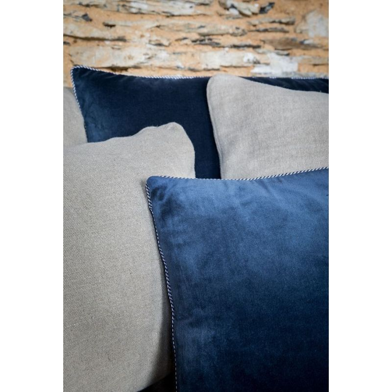 coussin en coton velours bleu marine b r nice saulaie. Black Bedroom Furniture Sets. Home Design Ideas